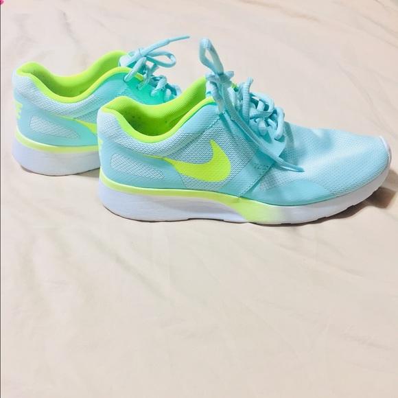 watch a4656 ad21f Women s Nike Kaishi running shoe. Size 7. M 5a9ed097077b97eb53b2833b